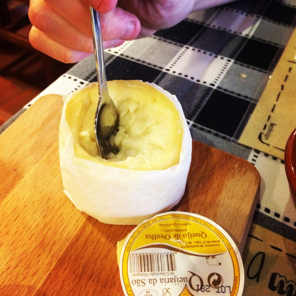 Queijo azeitao - scoopable, delicious sheep's cheese